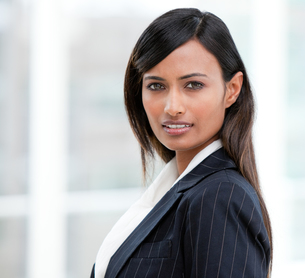 Portrait of a charismatic businesswoman standingの写真素材 [FYI00482228]