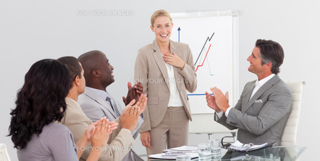 Businesswoman standing smilling after a presentationの素材 [FYI00482240]