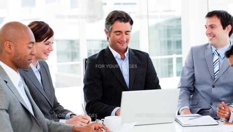 Confident manager in a meeting with his teamの素材 [FYI00482259]