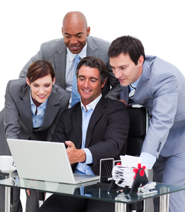 Multicultural business team working at a computerの写真素材 [FYI00482262]