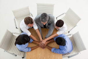 Business people with hands togetherの写真素材 [FYI00482275]