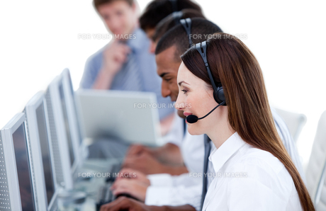 Smiling business team working in a call centerの写真素材 [FYI00482295]