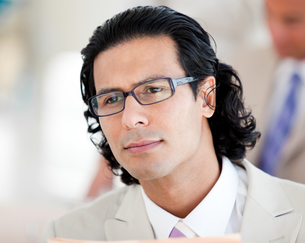 Portrait of a serious businessman wearing glassesの写真素材 [FYI00482313]