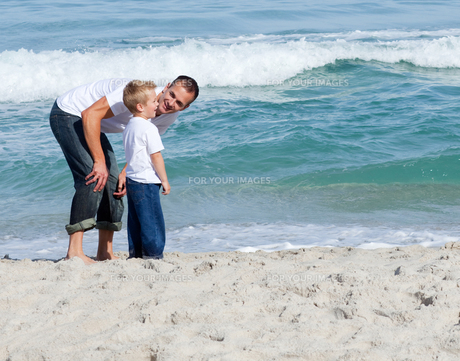 Attentive Father and his son having funの写真素材 [FYI00482361]