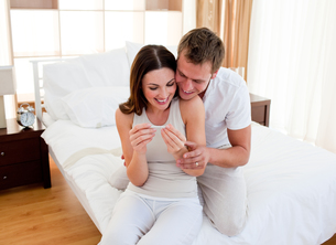 Jolly couple finding out results of a pregnancy testの写真素材 [FYI00482387]