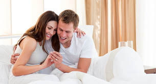 Affectionate couple finding out results of a pregnancy testの写真素材 [FYI00482389]