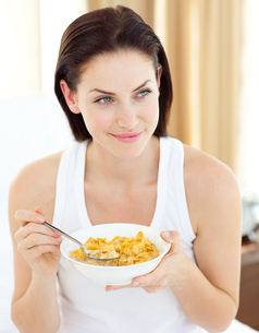 Beautiful woman having breakfastの写真素材 [FYI00482464]