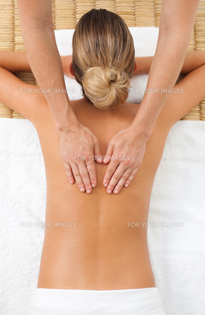Young woman having a massageの写真素材 [FYI00482496]