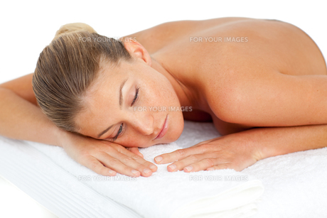 Attractive woman having relaxationの写真素材 [FYI00482538]