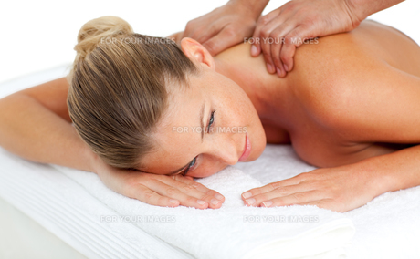 Beautiful woman having a massageの写真素材 [FYI00482541]