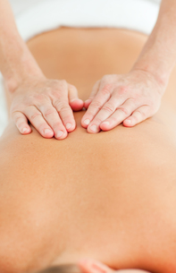 Back massage in a spa centerの写真素材 [FYI00482543]