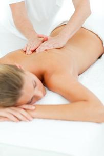 Happy woman enjoying a massageの写真素材 [FYI00482547]