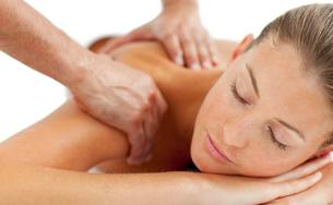 Beautiful woman enjoying a massageの写真素材 [FYI00482550]