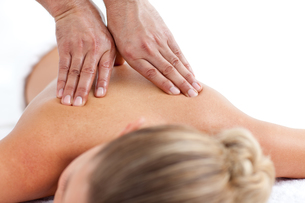 Beautiful woman receiving a massageの写真素材 [FYI00482556]