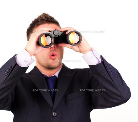 man looking through binoculars surpriseの素材 [FYI00482653]