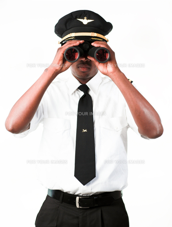 Pilot looking through Binocularsの写真素材 [FYI00482701]