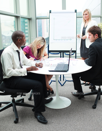 Business people working together in a presentationの写真素材 [FYI00482705]