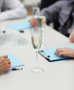 A glass of champagne in officeの写真素材 [FYI00482712]