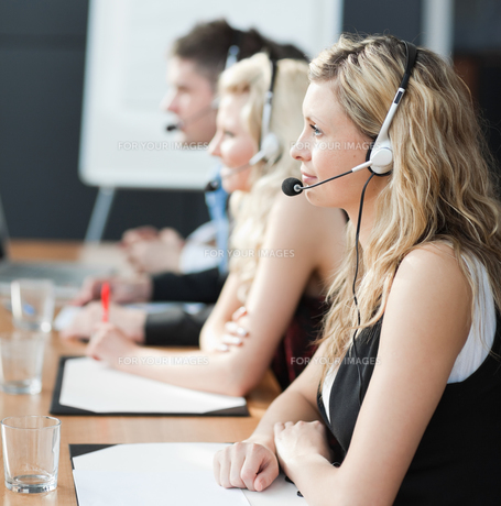 Business team in a call centerの写真素材 [FYI00482733]