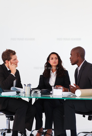 Business people interacting in a meetingの写真素材 [FYI00482776]