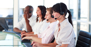 Business employees in a call centerの写真素材 [FYI00482778]