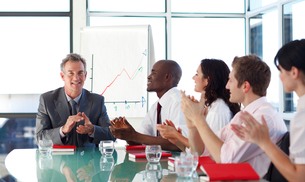 Business people applauding in a meetingの写真素材 [FYI00482787]