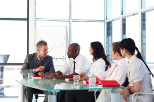 Business people interacting in a meetingの写真素材 [FYI00482788]