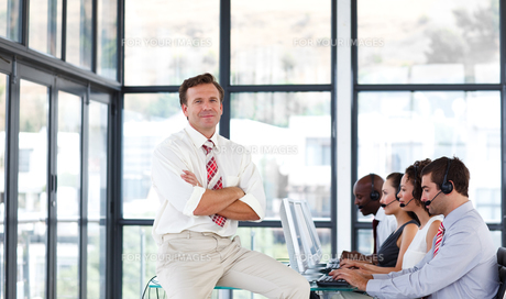 Mature manager with folded arms in a call centerの写真素材 [FYI00482804]
