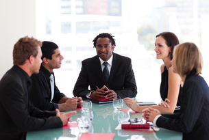 Business people discussing in a meetingの写真素材 [FYI00482817]