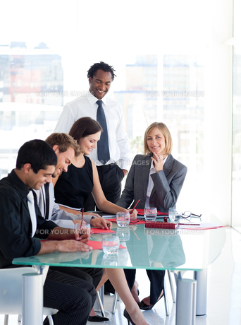 Business people working in a meetingの写真素材 [FYI00482818]