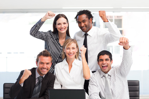 Happy business team celebrating a success in officeの素材 [FYI00482819]