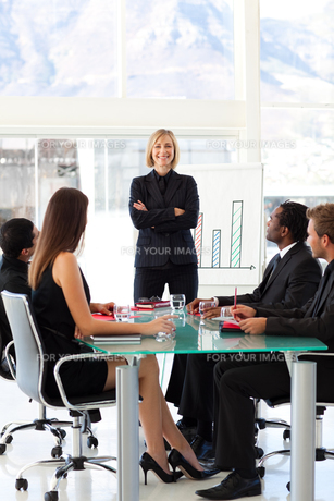 Confident businesswoman smiling at the camera in a meetingの写真素材 [FYI00482829]