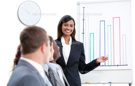 Happy business team having a meetingの写真素材 [FYI00482888]