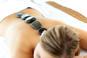 Confident woman having a massageの写真素材 [FYI00482917]