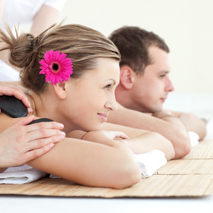 Cheerful young couple enjoying a Spa treatmentの写真素材 [FYI00482969]