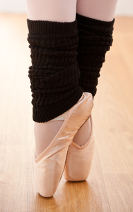 Close up of a gifted ballerina on tiptoeの素材 [FYI00483225]