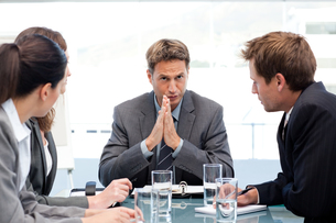 Serious manager talking to his team during a meetingの写真素材 [FYI00483384]