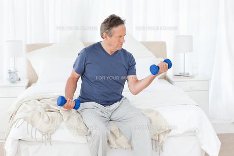 Senior do exercisesの写真素材 [FYI00483526]