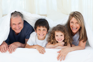 Family in their bedroom looking at the camera at homeの写真素材 [FYI00483548]
