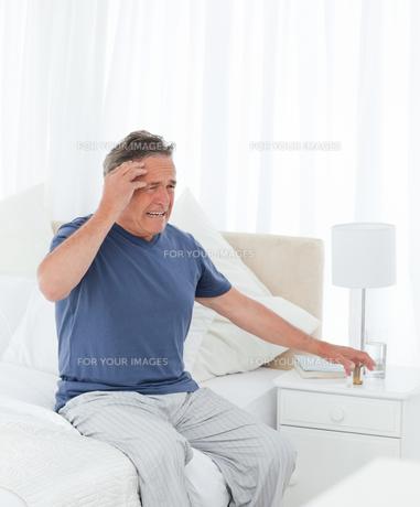 Man having a headacheの写真素材 [FYI00483574]