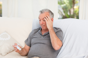 Senior with pills at homeの写真素材 [FYI00483729]