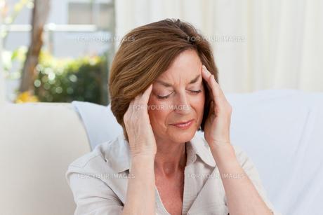 Woman having a headacheの写真素材 [FYI00483743]
