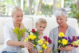 Radiant family with flowersの写真素材 [FYI00483783]