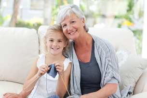 Senior with her granddaughter looking at the cameraの写真素材 [FYI00483785]