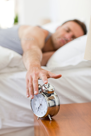 Man waking up in his bedの写真素材 [FYI00483933]