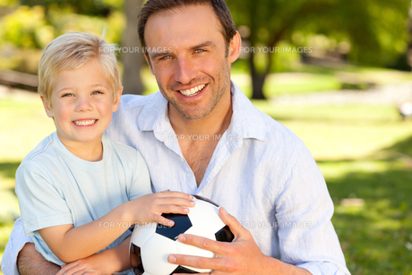 Father with his son after a football gameの写真素材 [FYI00483936]