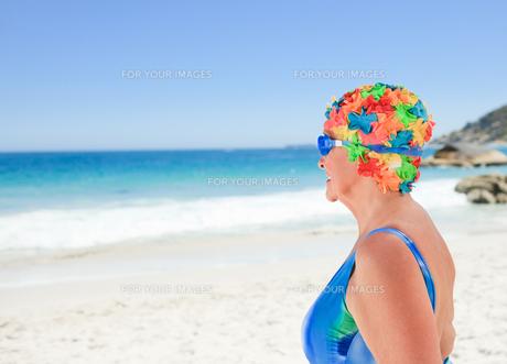 Senior woman in swimsuitの素材 [FYI00483991]