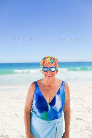 Senior woman in swimsuitの素材 [FYI00483995]