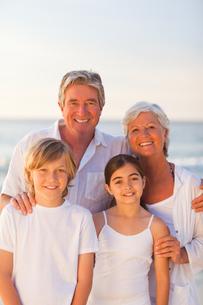 Portrait of a happy familyの写真素材 [FYI00484105]