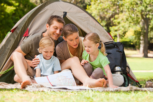 Family camping in the parkの写真素材 [FYI00484198]